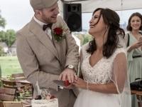 Die Hochzeitstorte, wer hat am Ende die Hand oben ;-)
