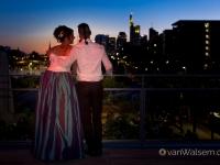 Brautpaar im Nachthimmel in Frankfurt